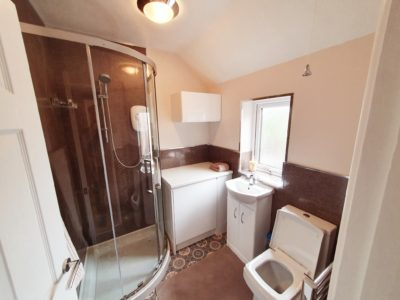 flat-2-bathroom-wade-house